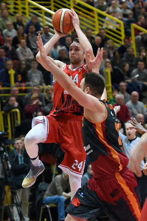 Auch Crailsheim wollen Matt Vest und die Uni Baskets ärgern. (Foto: Ulrich Petzold)